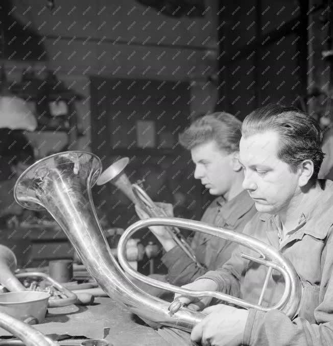 Ipar - Hangszerek készítői és javítói