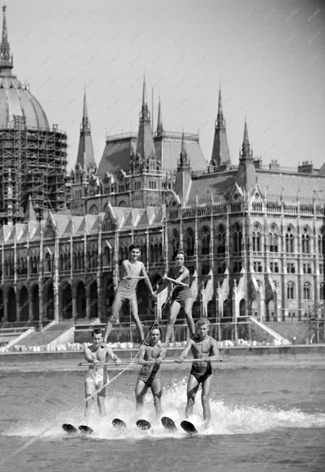 Sport - Vízisí verseny Budapesten