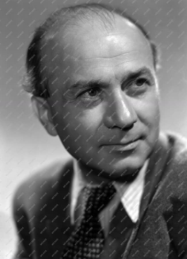 Személy - Illyés Gyula