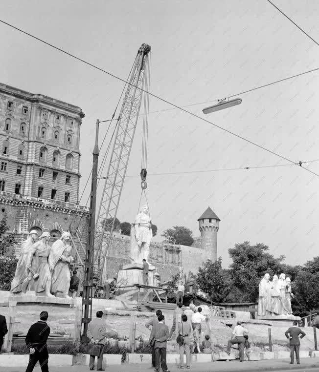 Szobrászat - Helyére emelték a Dózsa-szobrot