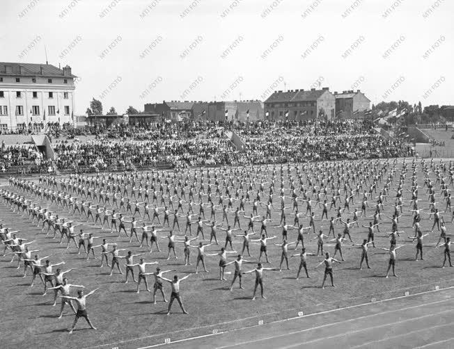 Sport - Ipari tanulók II. Országos Spartakiádja