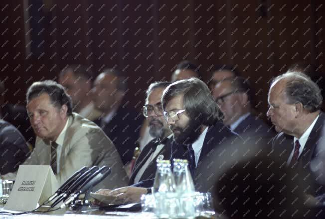Belpolitika - Megkezdődtek a politikai egyeztető tárgyalások