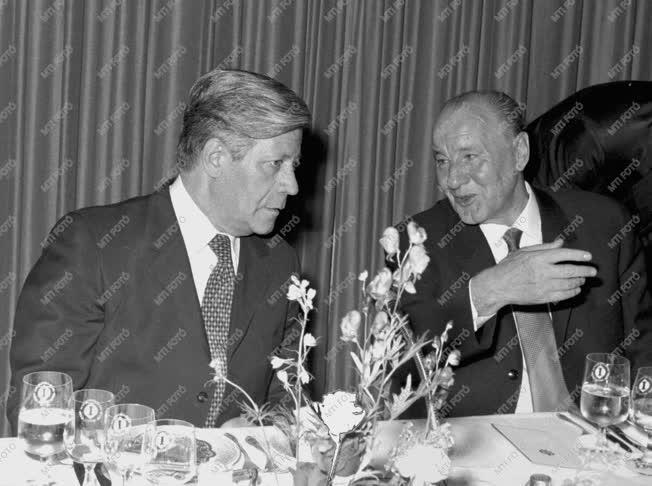 Külpolitika - Kádár János az NSZK-ban tárgyal