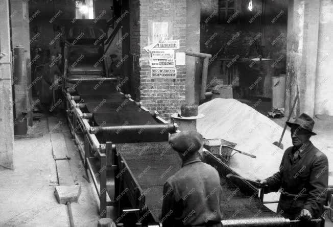 Építőagyagipar - Kátránypapírgyártás a Bien gyárban