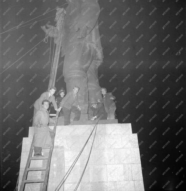 Ötvenhat emléke - A Sztálin-szobor ledöntése