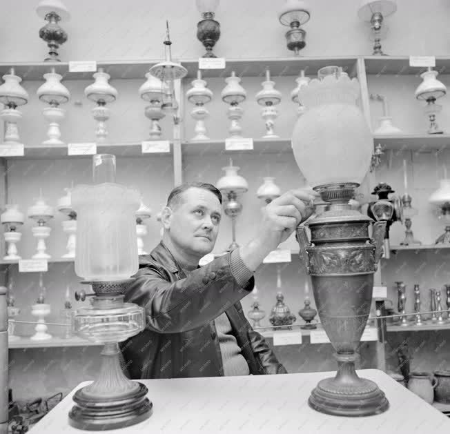 Életkép - Hobbi - Borus Ferenc petróleumlámpa gyűjteménye