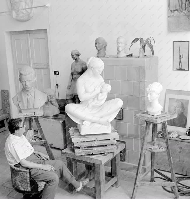Kultúra - Képzőművészet - Mikus Sándor szobrászművész