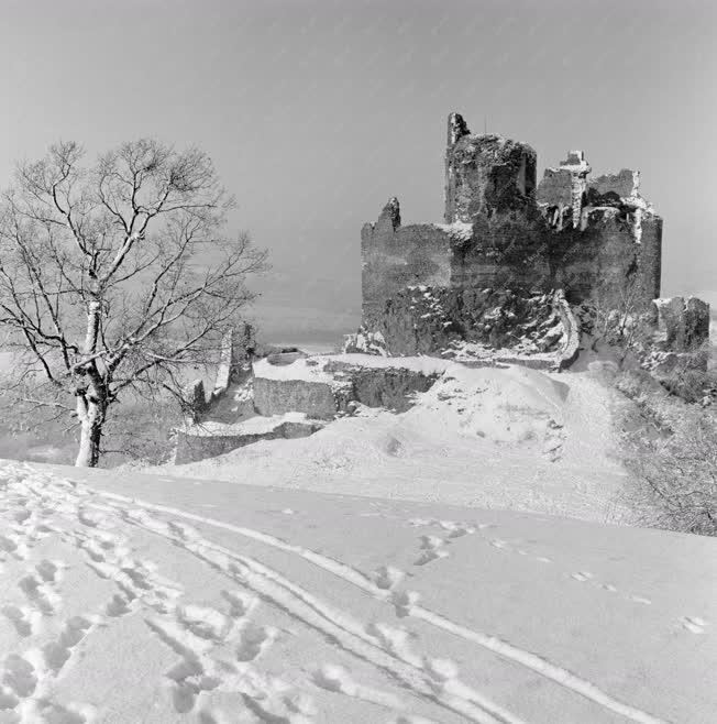 Városkép - Műemlék - Hollókői tél