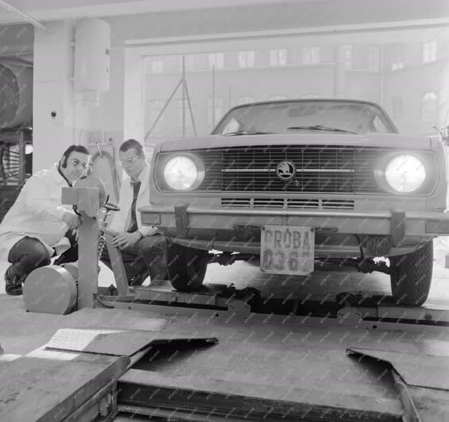 Ipar - Közlekedés - Skoda gépkocsik minőségi ellenőrzése