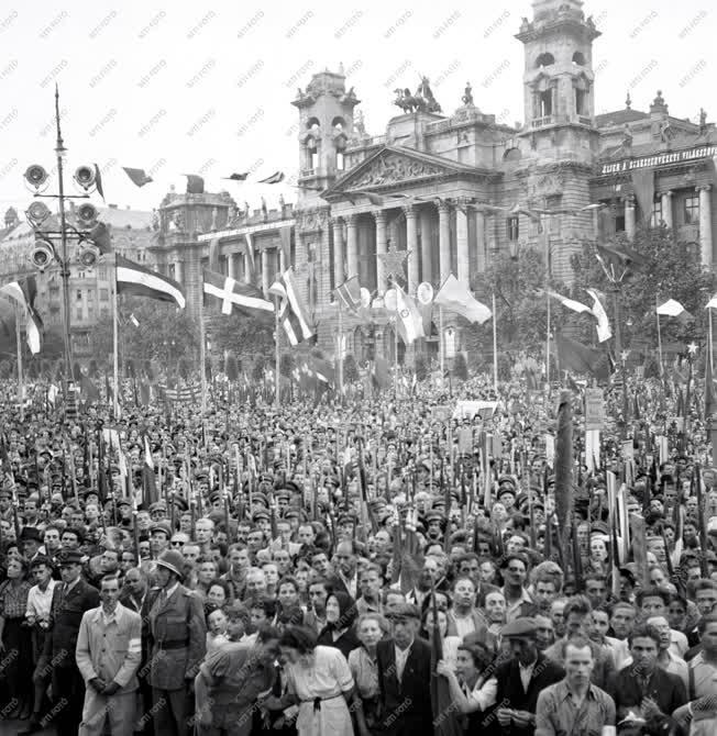 Belpolitika - Békegyűlés Budapesten