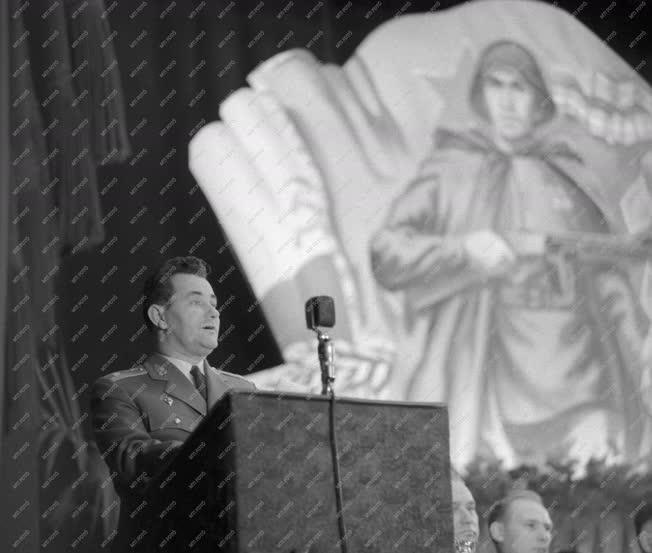 Évforduló - A Szovjet Hadsereg megalakulásának 45. évfordulója