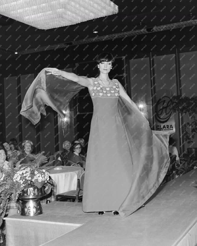 Divat - A Különlegességi Divatszalon bemutatója