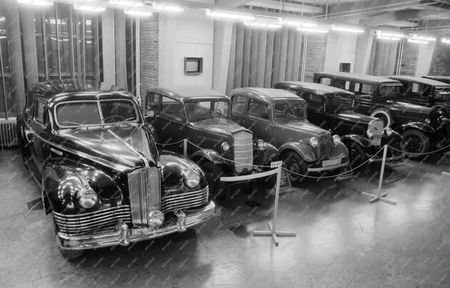 Kiállítás - ZISZ 110-es autó a Közlekedési Múzeumban