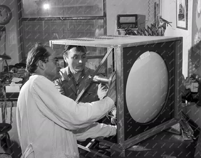 Tudomány - Kísérletek a színes televízióval