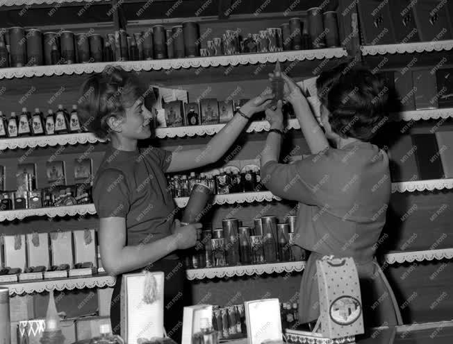 Kereskedelem - Szovjet árucikkek a Corvin Áruházban