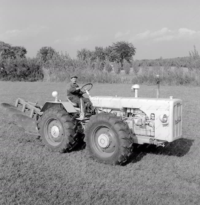 Mezőgazdaság - Mezőgazdasági gépek bemutatója
