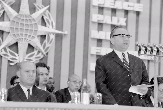 Belpolitika - A Békevilágtanács közgyűlése