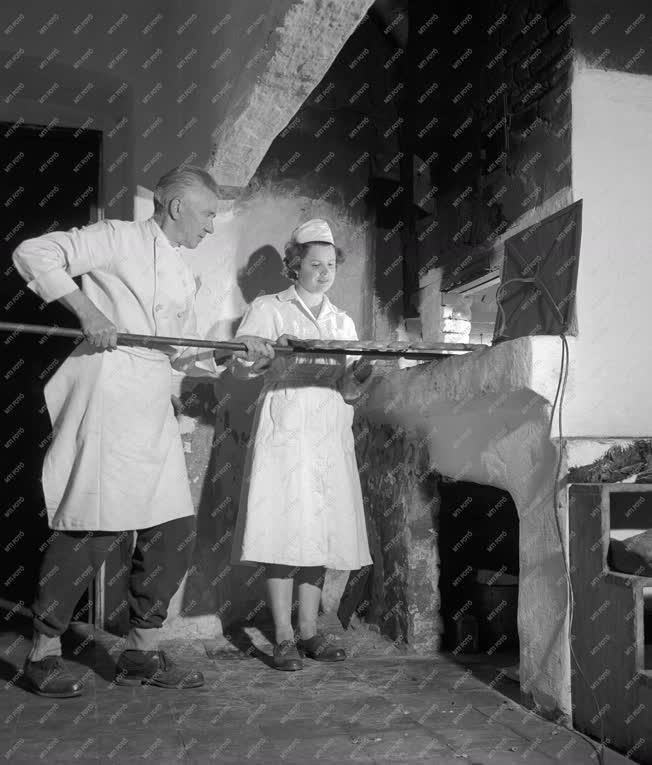 Vendéglátás - Cukrászat - Műemlék cukrászda Gyulán