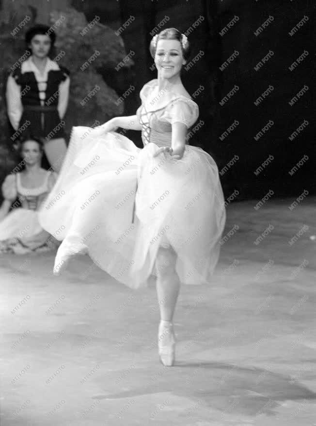 Orosz Adél balettművész