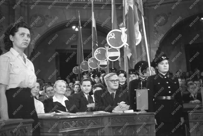 Belpolitika - Külkapcsolat - Az MSZT kongresszusán