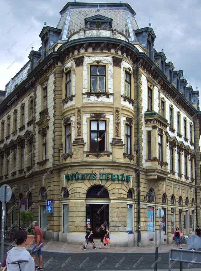 Épület  - Pécs - A Lóránt-palota