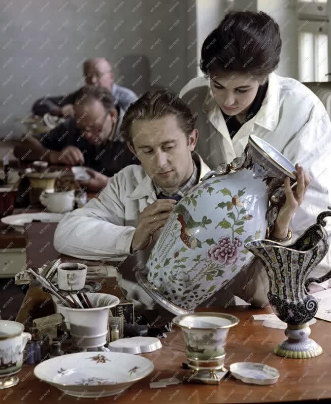 Iparművészet - Herendi porcelánfestők
