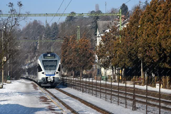 Közlekedés - Zebegény - Zónázó vonat