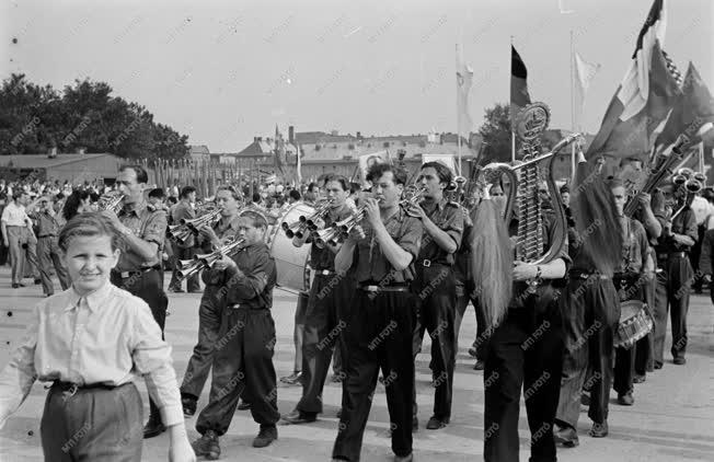 Történelem - Ifjúság - VIT Berlinben