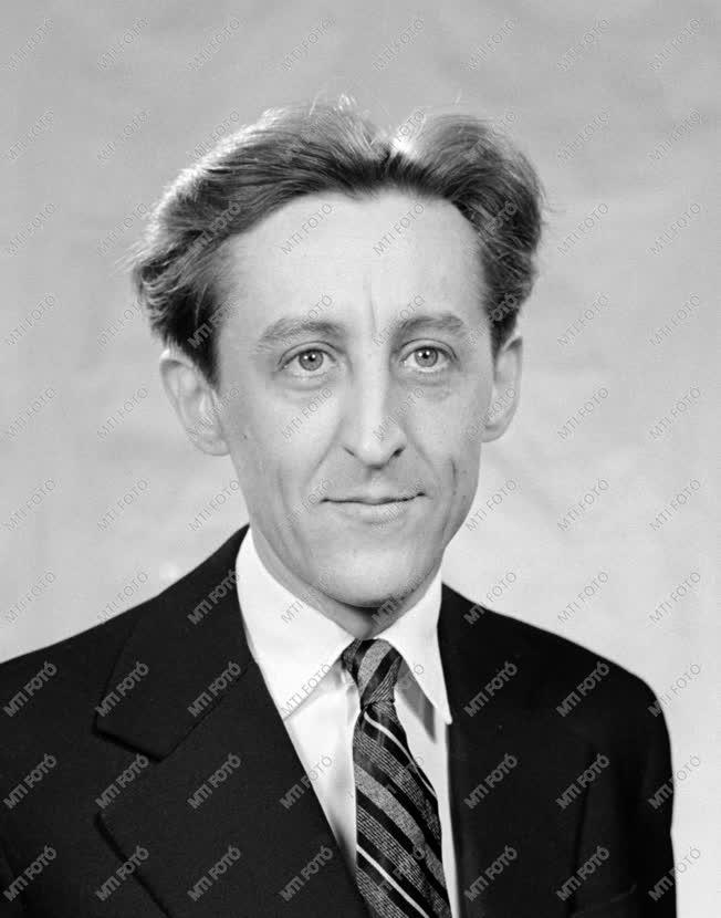 Díj - 1961-es Kossuth-díjasok - Tandori Károly matematikus