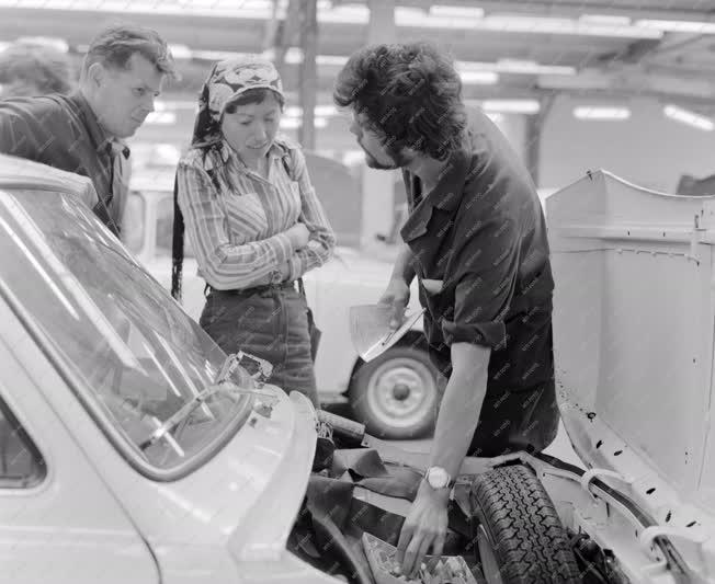 Ipar - Kereskedelem - Autó átvétele a Merkur csepeli telepén