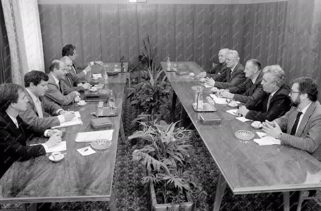 Belpolitika - Az MSZMP és az FKGP tárgyalásán