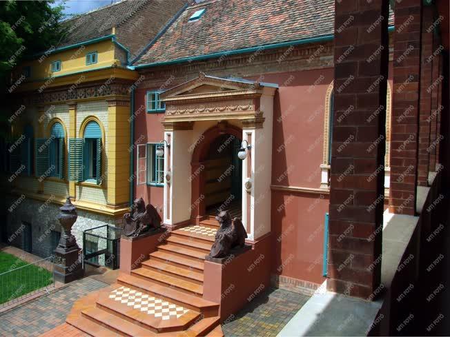 Épület - Pécs - A Zsolnay-villa részlete