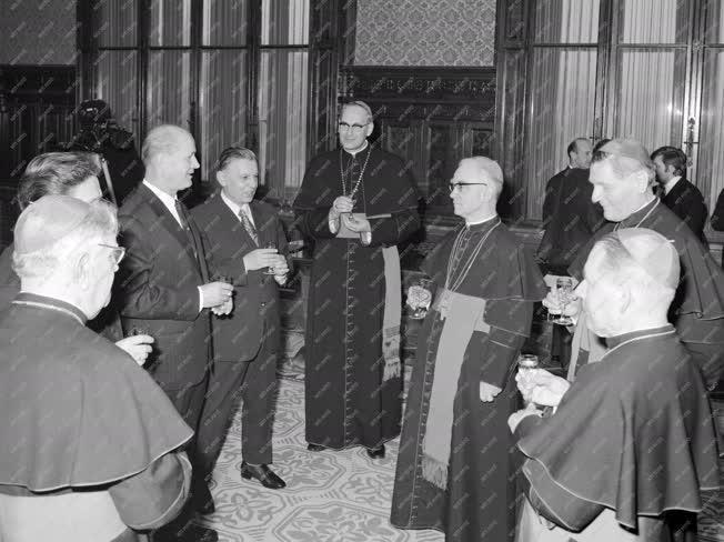 Belpolitika - Egyházpolitika - Katolikus főpapok esküje
