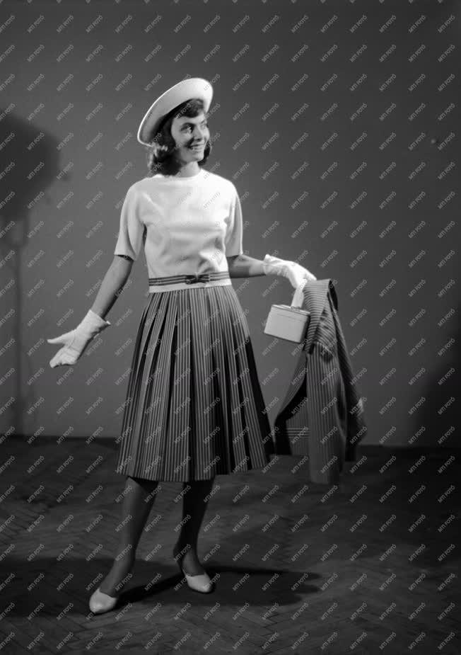 Divat - A Ruhaipari Tervező Vállalat divatbemutatója