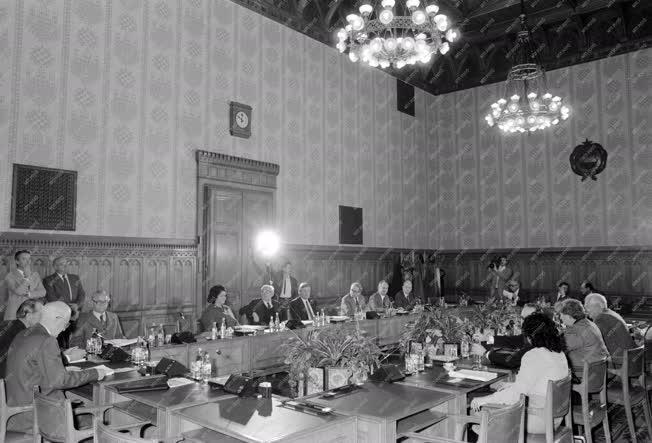 Belpolitika - Az Elnöki Tanács ülése