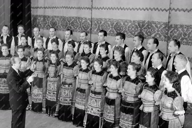 Kultúra - Az Állami Népi Együttes énekkara