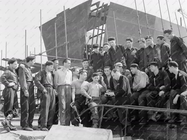 Belpolitika - Ipar - Röpgyűlés a Gheorghiu Dej Hajógyárban