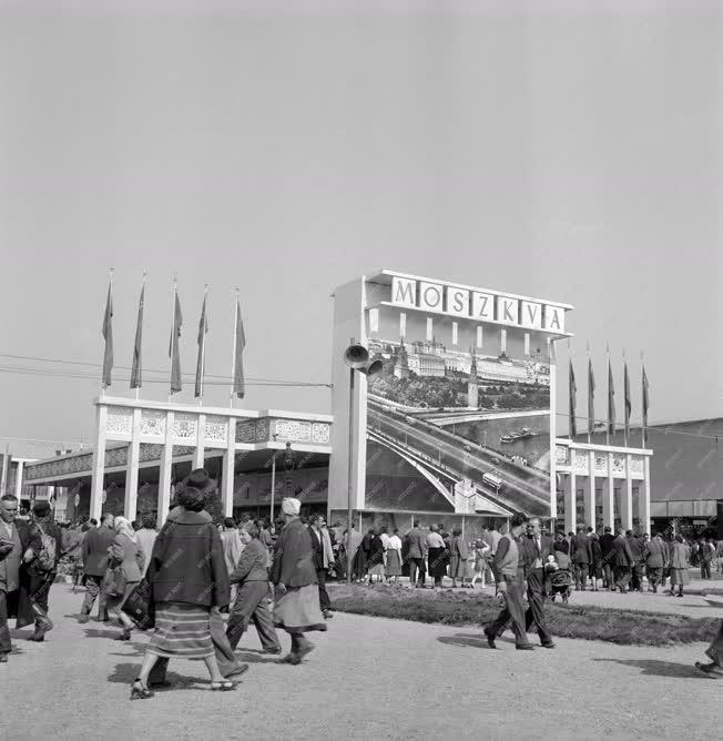 Kereskedelem - Megnyílt a Budapesti Helyiipari Vásár