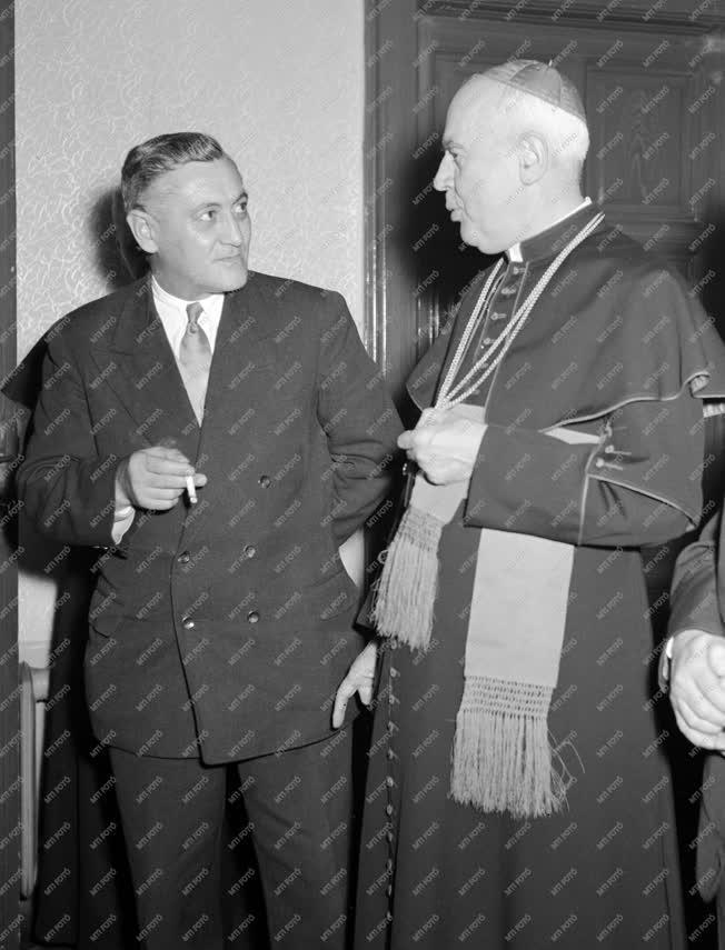 Belpolitika - Katolikus papok békegyűlése