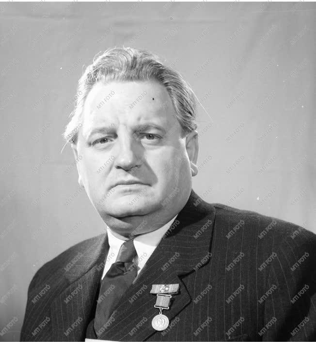Kitüntetés - 1956. évi Kossuth-díjasok
