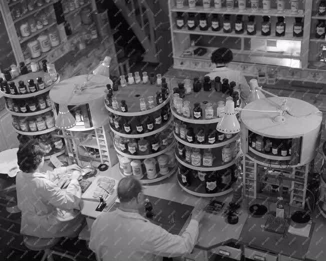 Kiskereskedelem - Gyógyszertárak