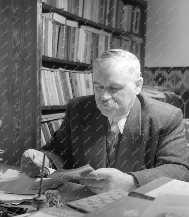 Kultúra - Irodalom - Veres Péter író, politikus