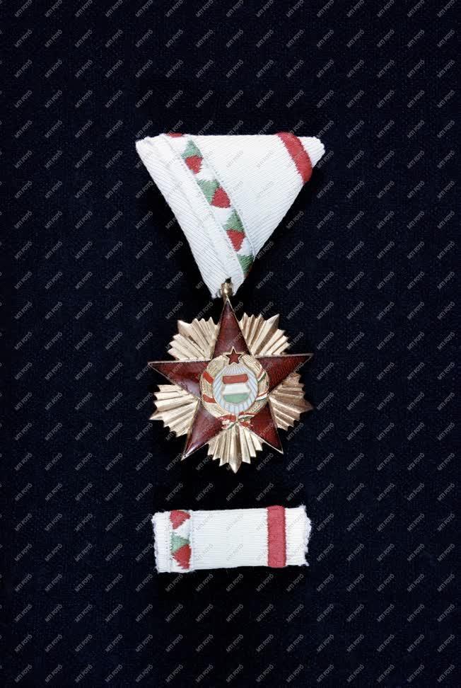 Kitüntetés - Magyar Népköztársaság Érdemrendje