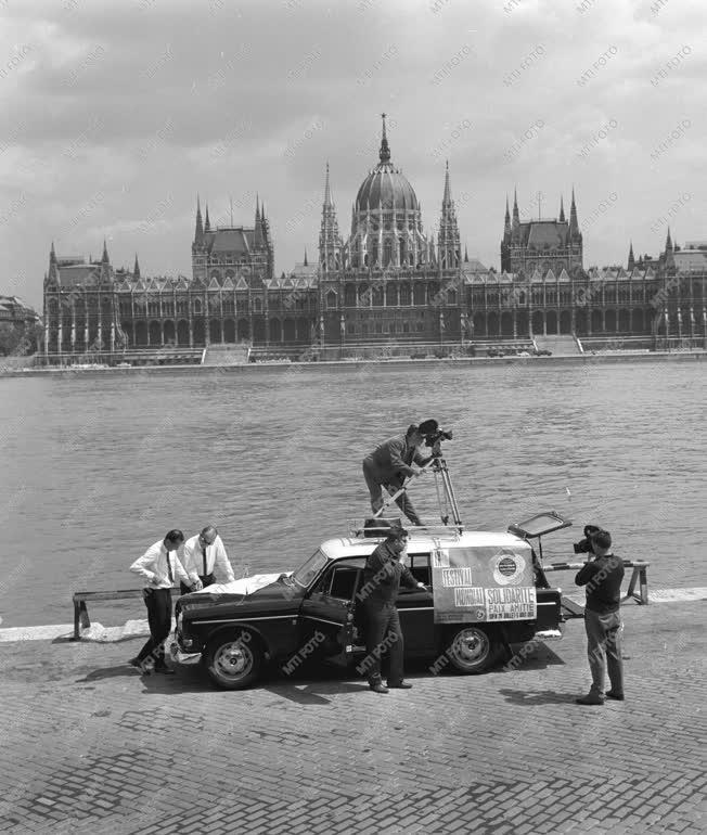 Városkép - Filmfelvételt készítenek a Duna-parton