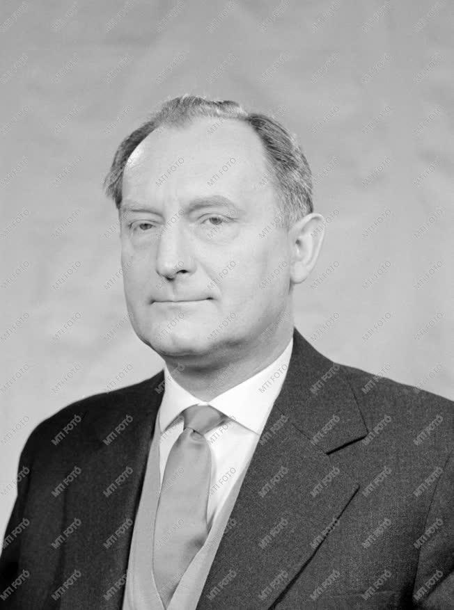 Díj - Az 1961. évi Kossuth-díjasok portréi - Dr. Tarján Imre