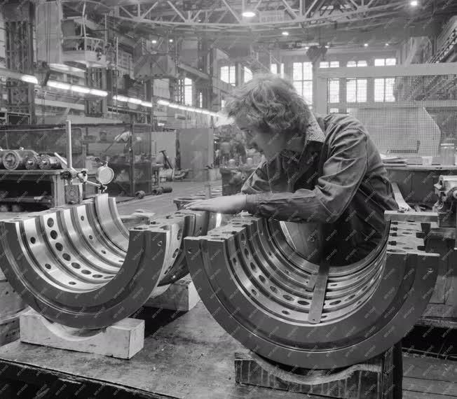 Ipar - Gépgyártás - Óriásturbina készül a Láng Gépgyárban
