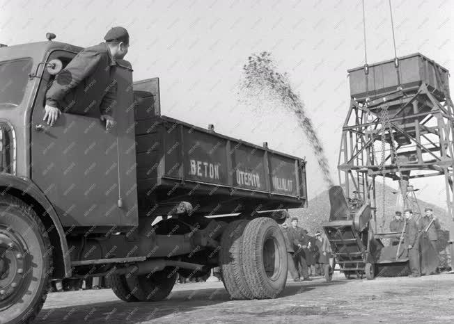 Logisztika - Rakodógép bemutató a Csepeli Szabadkikötőben