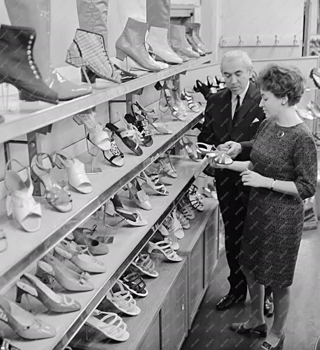 Kereskedelem - Divat - Cipőbemutató