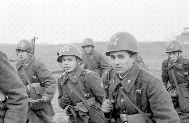 Belpolitika - Honvédelem - Harcászati bemutató szovjet katonai alakulatnál