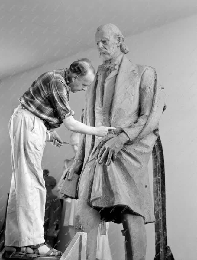 Szobrászat - Smetana szobor